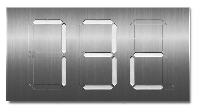 Beispiel für eine dreistellige Segment-Hausnummer mit weisser Farbkarte