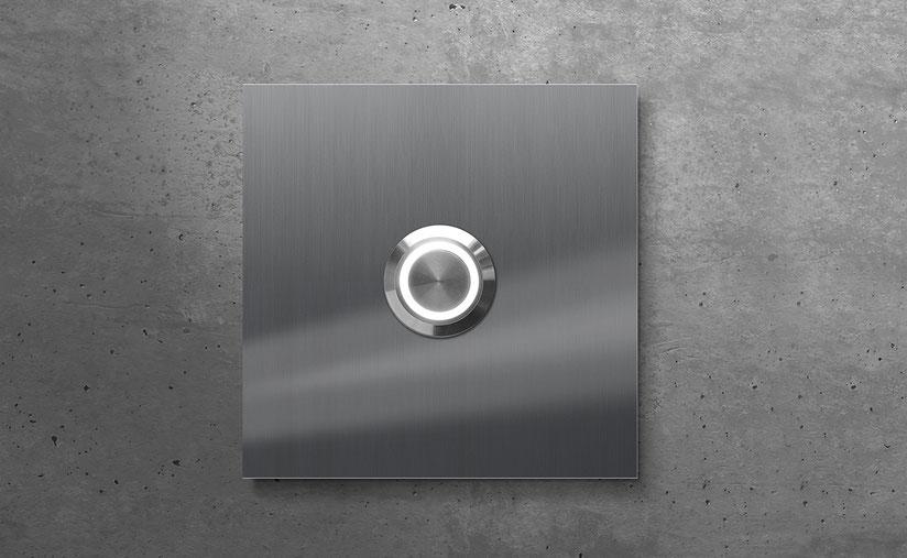 beleuchtetes Hausnummernschild in Edelstahl, vierstellig - individuelle Beschriftung