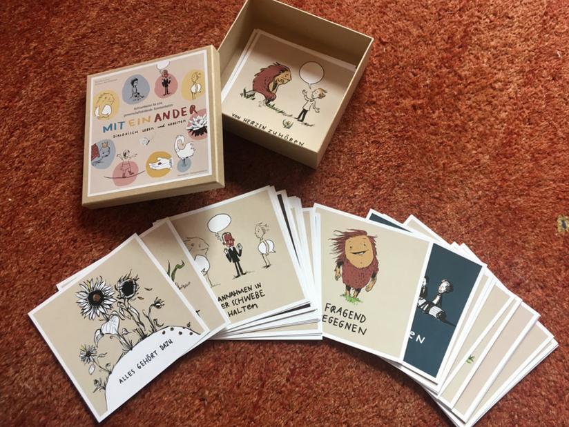 Kartenset mit gemalten Figuren