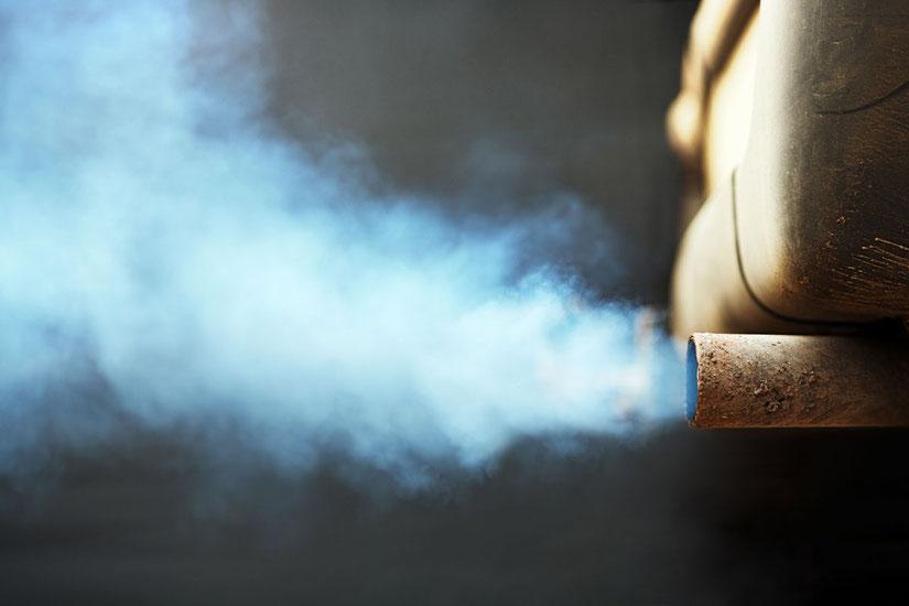 マフラーから出る排気 ※イメージです