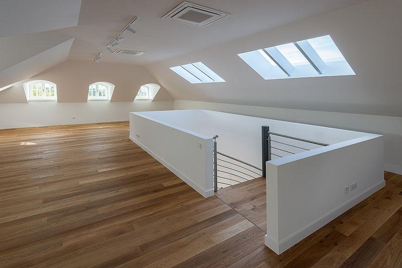 Architekturfotografie Kaisersruh: Innenraum Dachgeschoss, Foto: Dr. Klaus Schörner, Bauherr: Franko Neumetzler, Architekt: Studio Makarowski, Copyright 2018