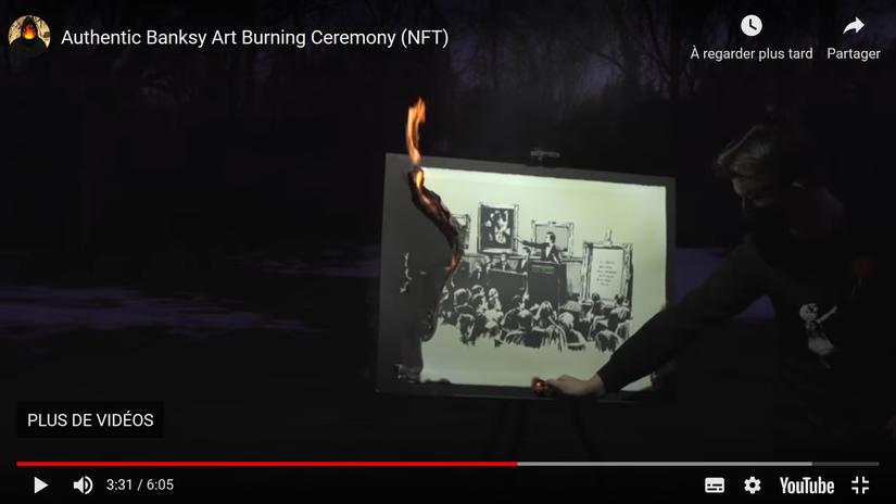 Extrait de la video Youtube de la cérémonie de la mise à feu de l'œuvre Morons de Bansky – New York