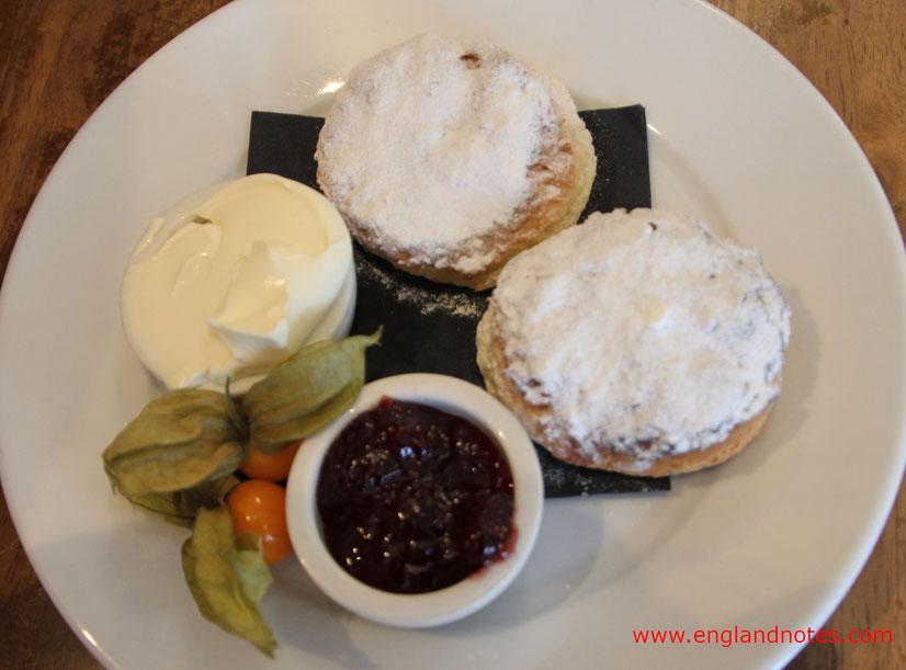 Die Briten und der Tee, Englischer Tee Zubereitung und Geschichte des Teetrinkens in England: Cream Tea.