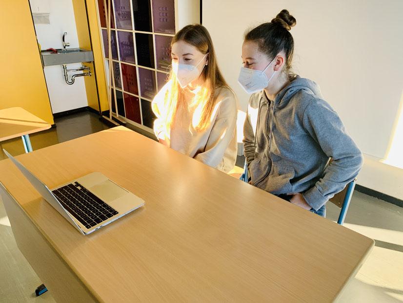 Marie und Annika im digitalen Interview mit der Euregio Der komplette Beitrag: www.euregio.org/page/75/interview-8/?lang=2