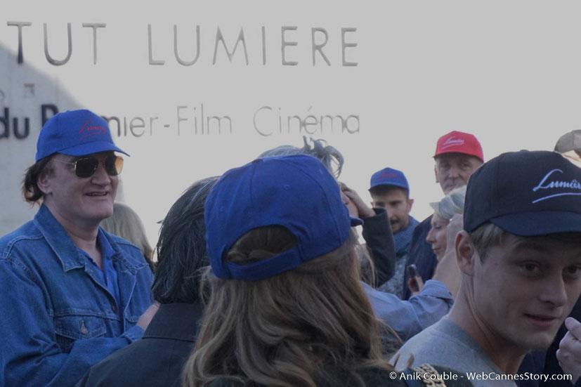"""Quentin Tarantino, dirigé par Park Chan-Wook, lors du remake de """" Sortie d' Usine """" - Festival Lumière - Lyon - Octobre 2016 - Photo © Anik Couble"""