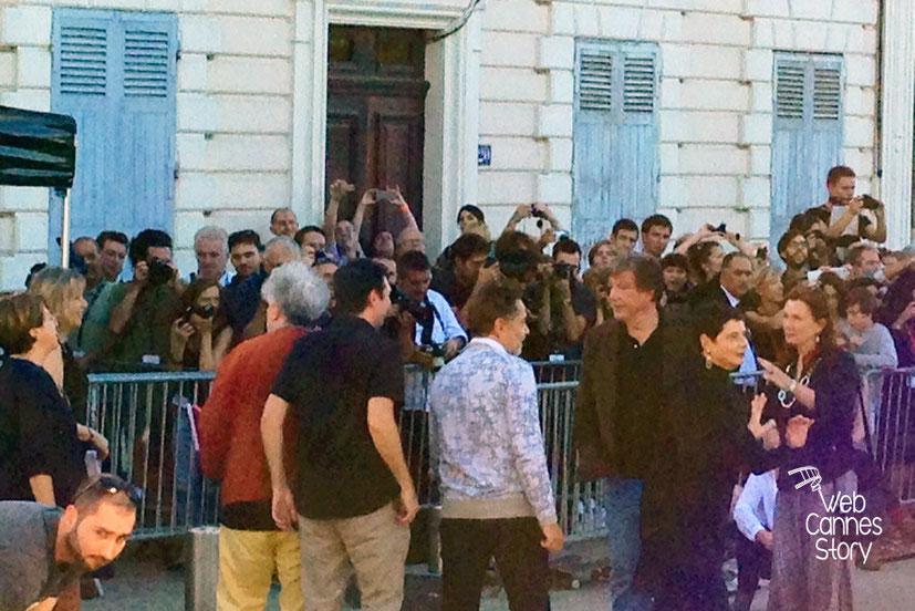 Pedro Almodovar, John Mc Tiernan et Isabella Rossellini, lors du remake de la Sortie des Usines - Festival Lumière - Lyon - Octobre 2014 - Photo © Catherine et Cédric Laubier