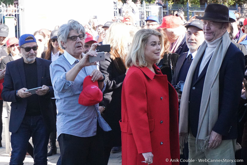 """Chema Prado, Catherine Deneuve et Jean-Paul Rappeneau, dirigés par Park Chan-Wook, lors du remake de """" Sortie d' Usine """" - Festival Lumière - Lyon - Octobre 2016 - Photo © Anik Couble"""