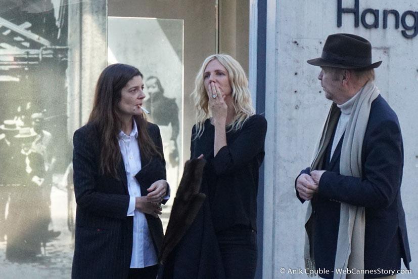 """Chiara Mastroïanni,  Sandrine Kiberlein et Jean-Paul Rappeneau, dirigés par Catherine Deneuve, lors du remake de """" Sortie d' Usine """" - Festival Lumière - Lyon - Octobre 2016 - Photo © Anik Couble"""