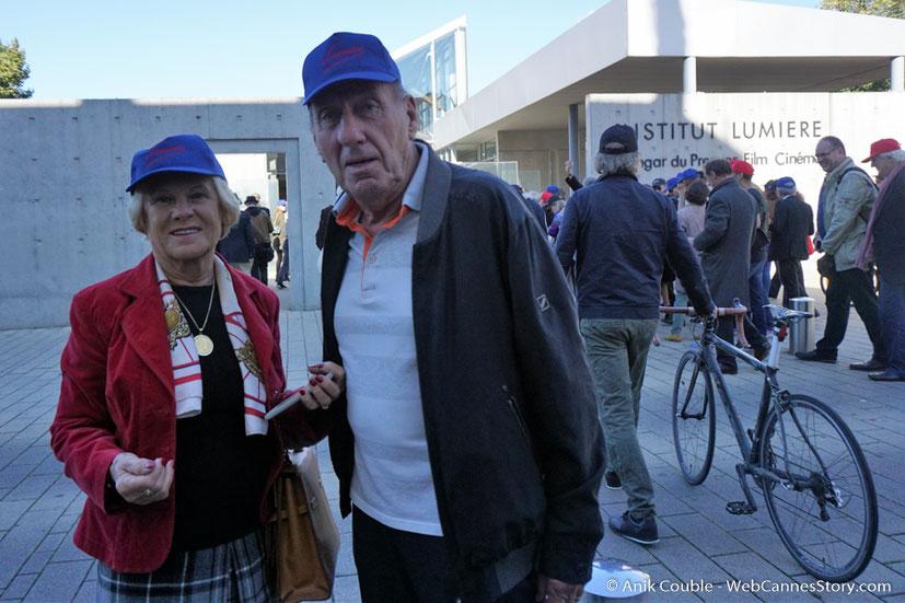 """Max Lefrancq-Lumière, petit-fils de Louis Lumière et son épouse Michèle, dirigés par Park Chan-Wook, lors du remake de """" Sortie d' Usine """" - Festival Lumière - Lyon - Octobre 2016 - Photo © Anik Couble"""