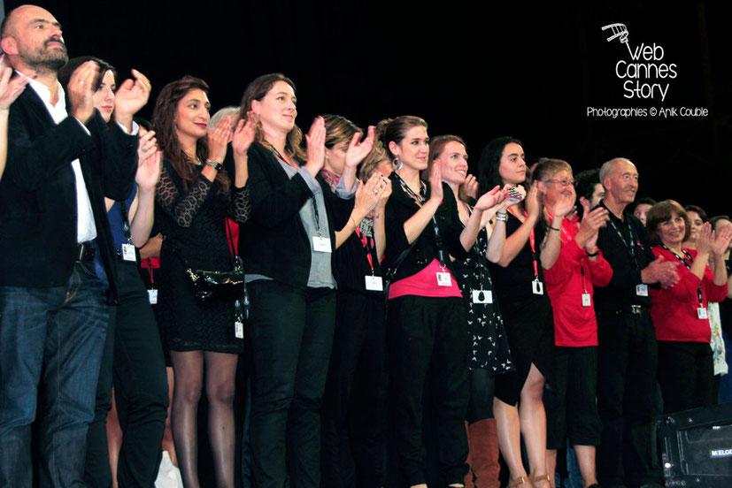 L'équipe du Festival et les bénévoles à l'honneur, sur scène - Clôture du Festival Lumière - Lyon - Octobre 2014 - Photo © Anik COUBLE
