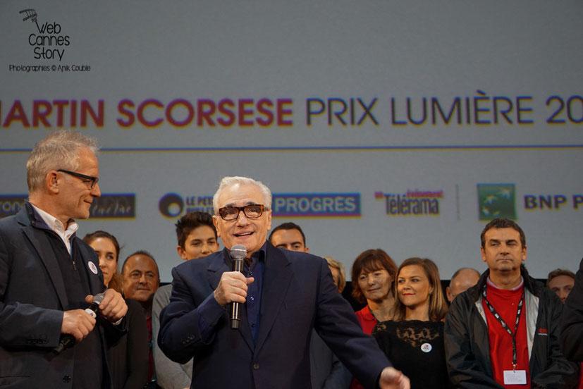 Martin Scorsese et Thierry Frémaux, entourés des bénévoles - Clôture du Festival Lumière 2015 - Lyon  - Photo © Anik COUBLE