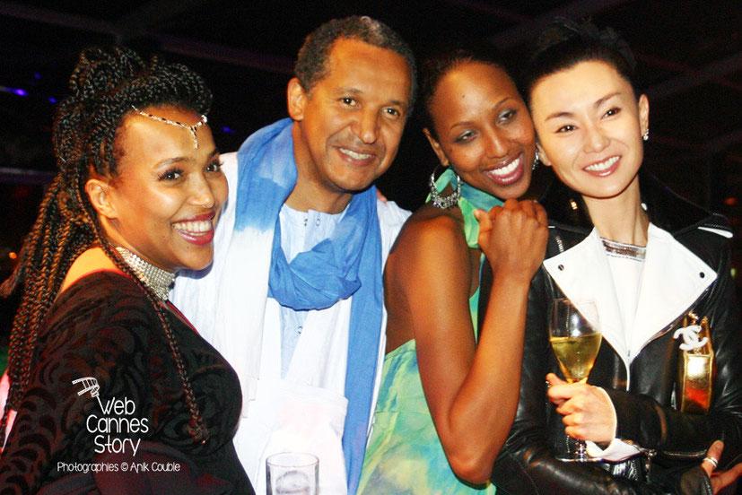 Abderrahmane SISSAKO Abderrahmane SISSAKO et sa compagne Maji-da Abdi, entouré de Maggie Cheung - Festival de Cannes 2007 - Photo © Anik COUBLE