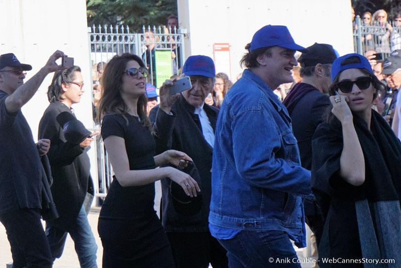 """Quentin Tarantino et Costa Gavras,  dirigés par Park Chan-Wook, lors du remake de """" Sortie d' Usine """" - Festival Lumière - Lyon - Octobre 2016 - Photo © Anik Couble"""