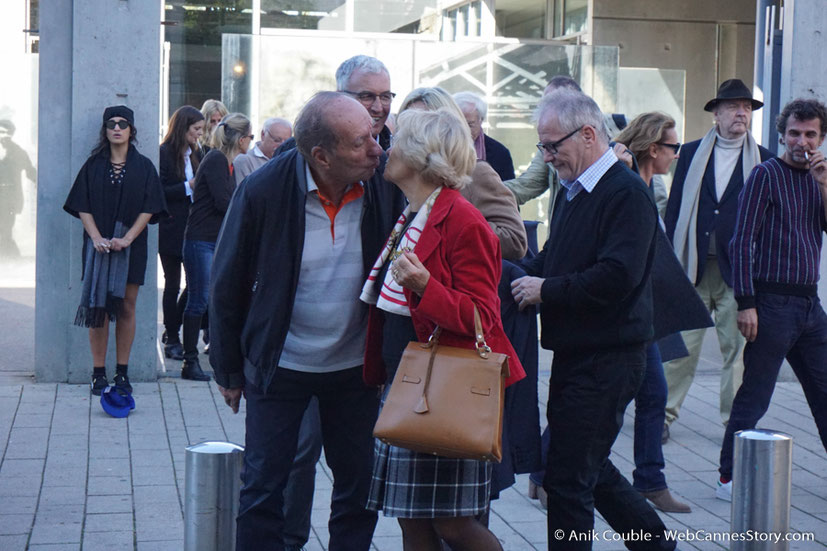 """Max Lefrancq-Lumière, petit-fils de Louis Lumière et son épouse Michèle, dirigés par Catherine Deneuve, lors du remake de """" Sortie d' Usine """" - Festival Lumière - Lyon - Octobre 2016 - Photo © Anik Couble"""