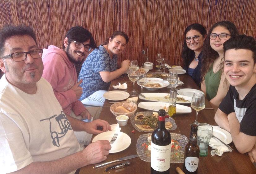 Miquel Ruiz, a la izquierda, acompañado de su familia, en el Marino Rotes