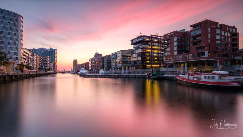 Hamburg / Hafencity / Sandtorhafen / Traditionsschiffhafen, Langzeitbelichtung, 2019, © Silly Photography