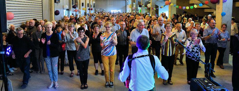 La fête côté danseurs avec à l'accordéon Thierry Simon