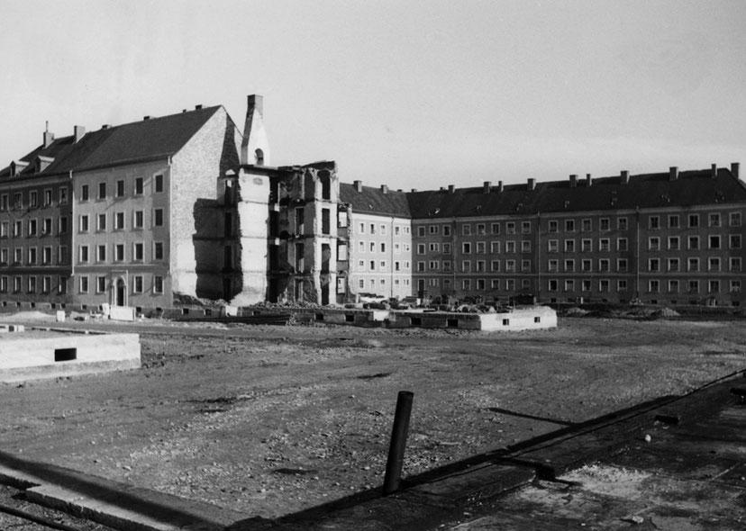 Weissenseestraße 7 - 15, Rückansicht des Gebäudes in München-Giesing um 1949. Foto: © Stadtarchiv München, FS-NK-STR-287 M