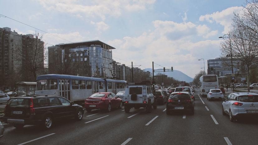 bigousteppes bosnie herzégovine sarajevo route voitures tramway