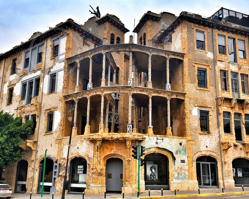 Beit Beirut, un museo e un centro culturale urbano che celebra la storia di Beirut durante gli anni della guerra civile