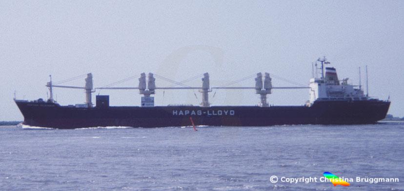 "Hapag-Lloyd Charterschiff ""EASTERN SPLENDOUR"" auf der Elbe 1983"