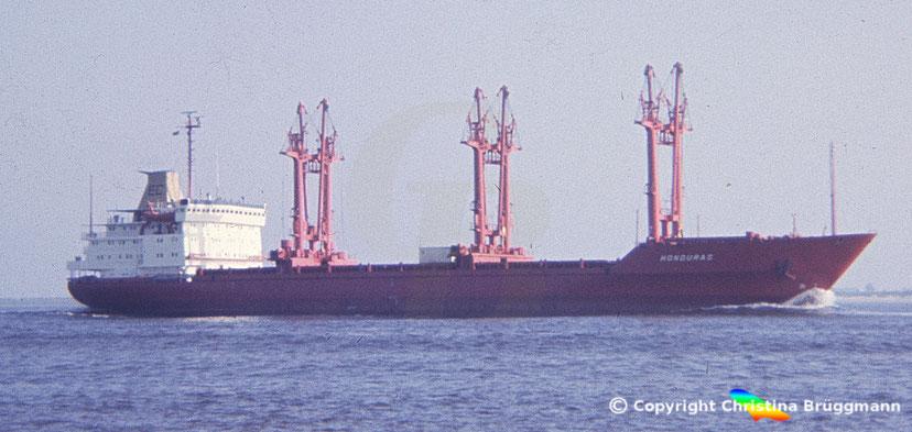 """Stückgutfrachter """"HONDURAS"""" auf der Elbe 1983"""