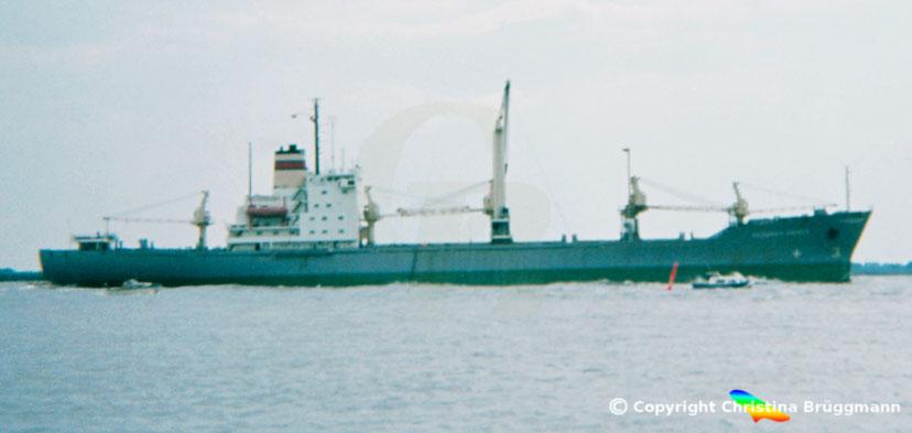 """DSR Schnellfrachter """"FRIEDRICH ENGELS"""" auf der Elbe 1983"""