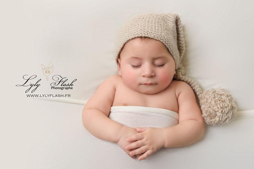 photo bébé naissance nouveau-né photographe qui dort