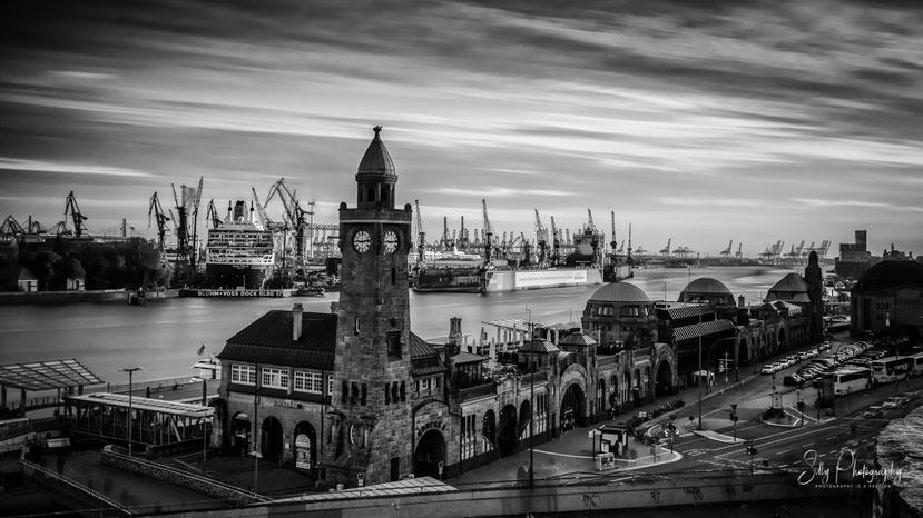 Hamburg / Dock Elbe 17 / Queen Mary 2,Landungsbrücken, Pegelturm, 2016, © Silly Photography