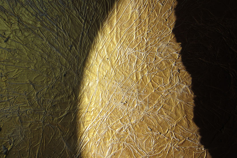 Goldenes Leben Schale aus Beton mit Gold zeigt Lebenslinien