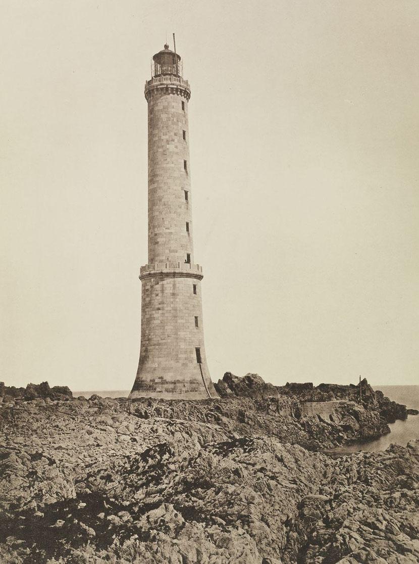 Le phare des Héaux sur son plateau de rocher vers 1890 la cale et la plateforme n'existe pas encore (archives des Ponts et Chaussées)