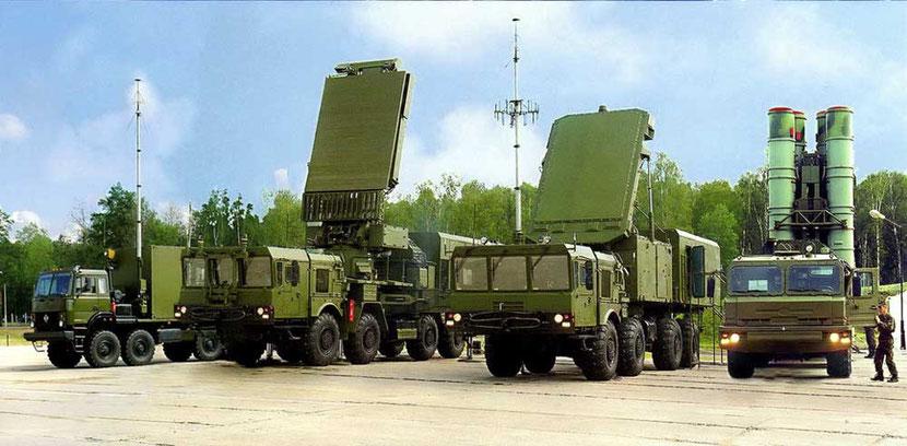Слева направо: ПБУ 55К6Е, всевысотная РЛС 96Л6Е, МРЛС 92Н6Е и ТПУ 5П85