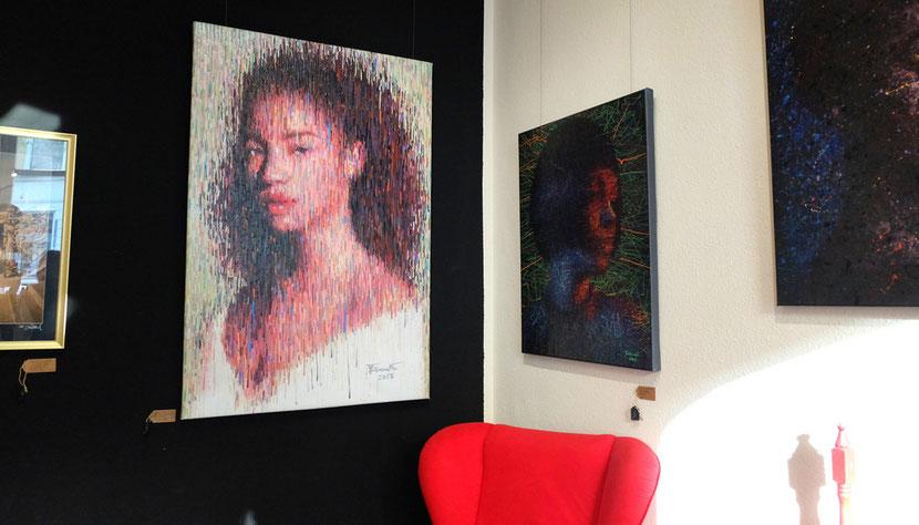 helles Bild vor schwarzer Wand in meiner Galerie