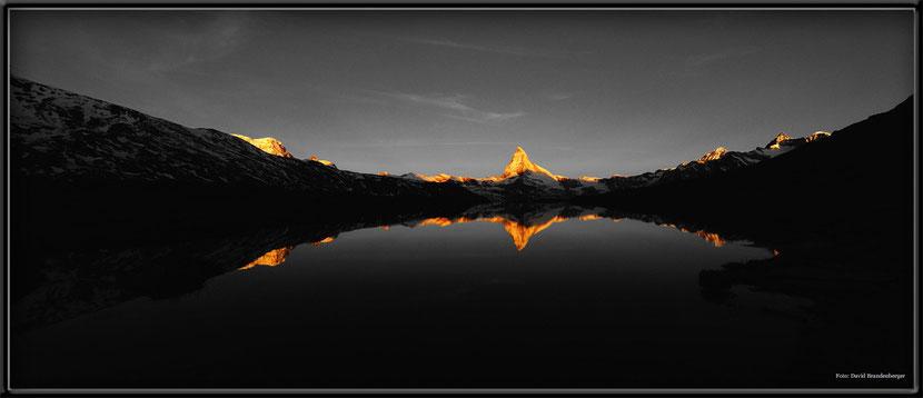 Matterhorn,Stellisee,Schwarzweiss,Gewinnerfoto,Wettbewerbsgewinner,Gewinner,Winner,Zermatt,Schweiz,Spiegelung,Morgenrot,Berg,angeleuchtet,Switzerland,David Brandenberger,