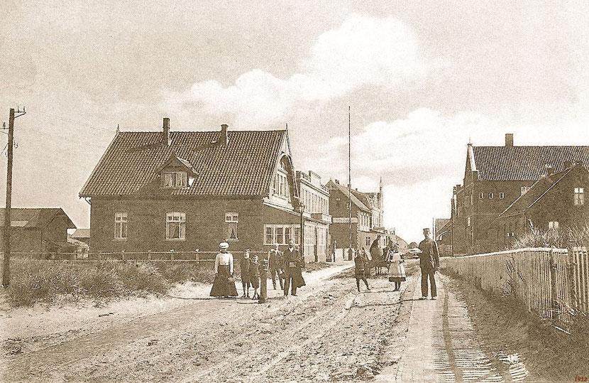 Wilhelmstr. um 1912 mit rechts Claassen's Hotel