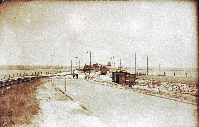 Foto der Mole mit Bauarbeiten aus dem Jahr 1928 vom Bahnhof NDD aus gesehen