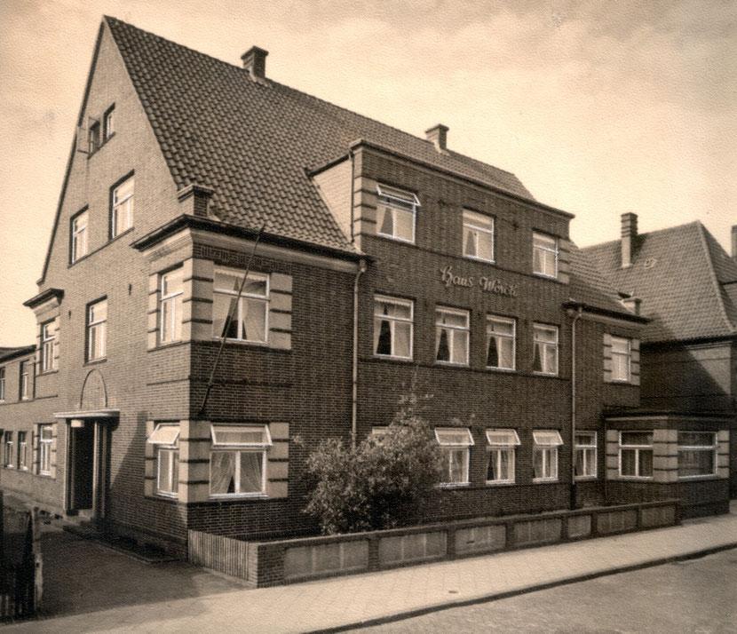 Sommer 1933 , im HAUS Worch sind die ersten Zimmer belegt.