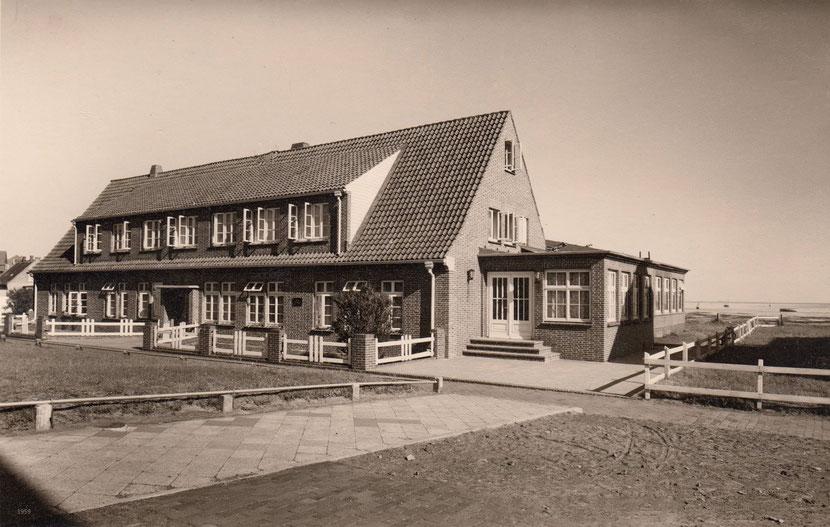 Haus Gertrude,  Claus Rehfeld, mit Rosengang , Mitte der 1950iger