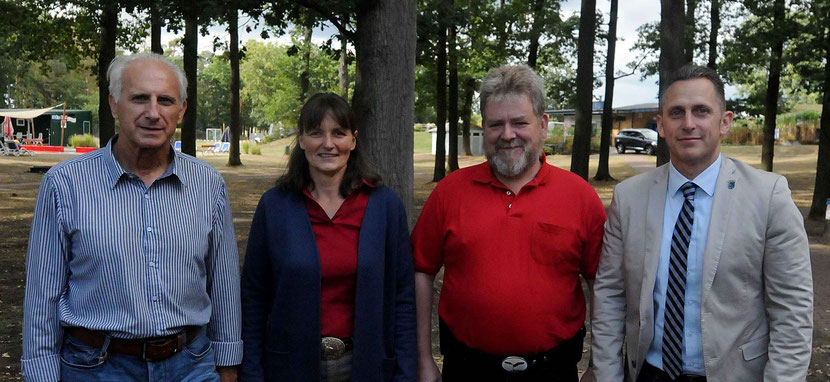 v.l.n.r.: Ulf Neumann, Manuela Plettke, Andy Plettke und Lutz Hesse. Foto: Chris Niebuhr (Aller-Zeitung)