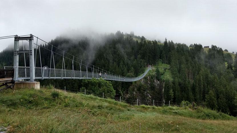 Hängebrücke oberhalb von Holzgau
