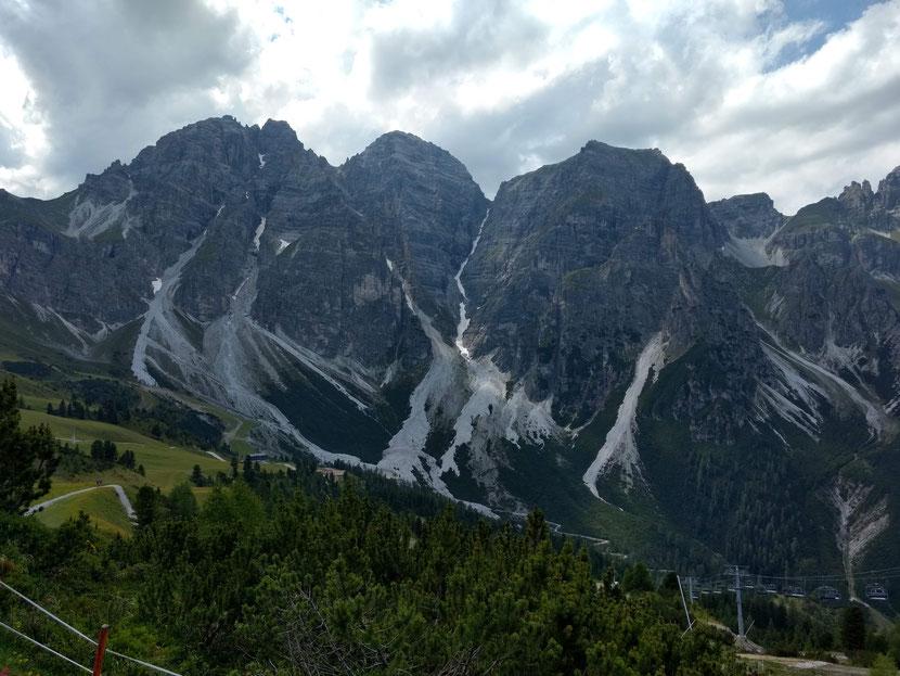 Bergpanorama an der Bergstation Schlick 2000