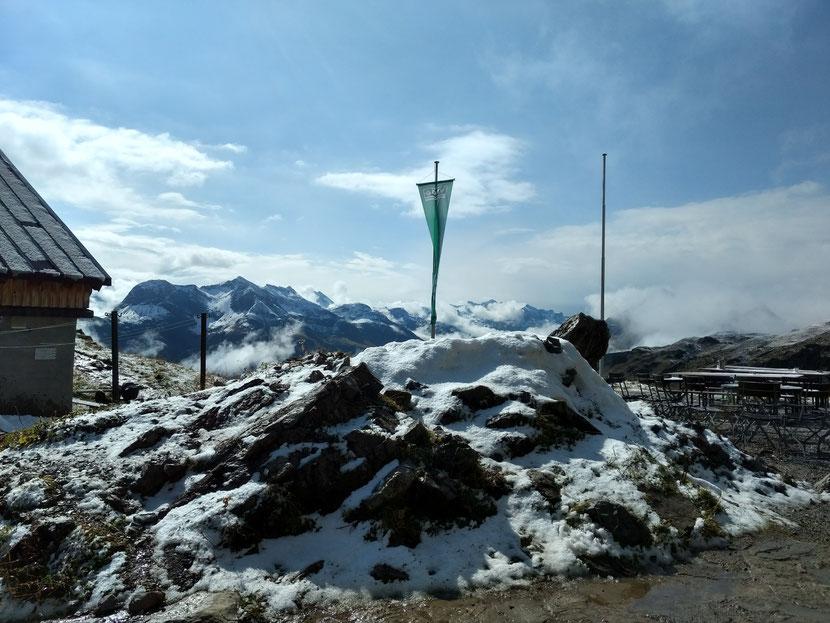 Schnee an der Mindelheimer Hütte