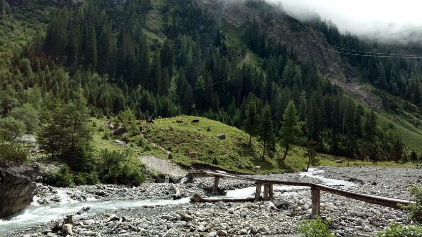 Kleine Brücke beim Aufstieg zur Memminger Hütte