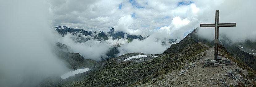 Summit! Am Gipfel des Basslerjochs (2.829m)