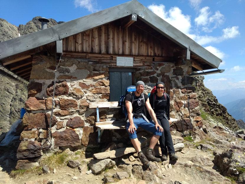 Cooler Platz für eine Pause: die alte Zollhütte auf dem Simmingjöchl