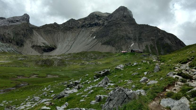 Tagesziel erreicht: Die Memminger Hütte auf 2.242m)