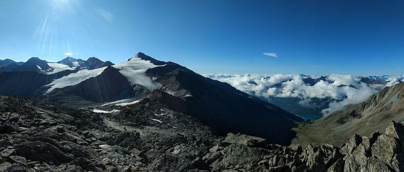 Großartiges Panoram, in der Mitte der Similaun-Gipfel