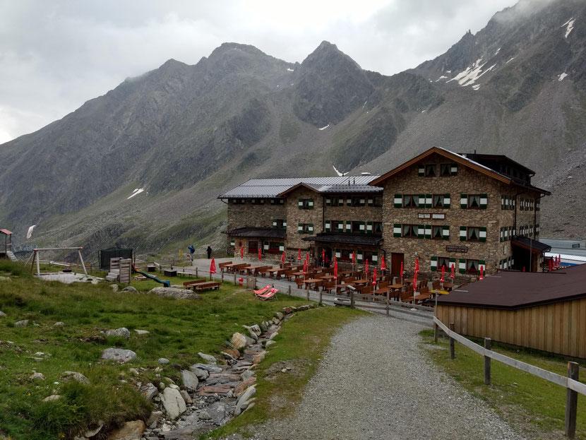 Endlich am Ziel: Die Dresdner Hütte auf 2.308m