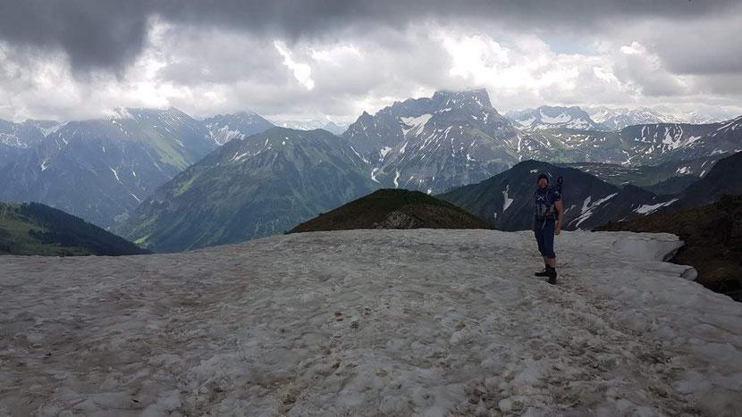 Schneefeld beim Abstieg des Grünhorns
