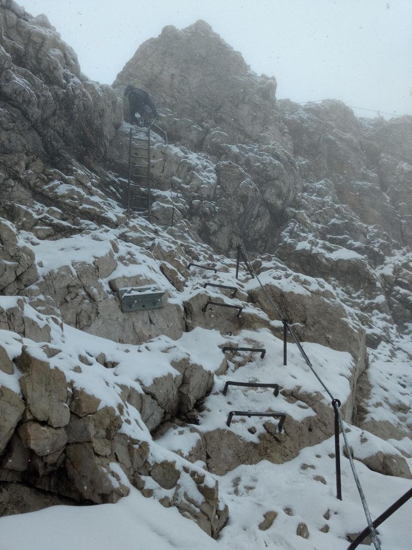 Letzte Kraxelpassagen unterm Gipfelkreuz